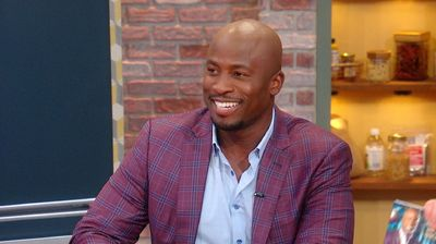 "Akbar Gbaja-Biamila On Being a ""Diaper Ninja"" + Mom Addicted To Phone Goes 2 Days Without It"