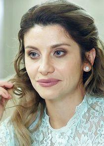 Анна Семёновна, мать Алины, бывшая жена Сергея