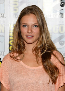 Tracy Spiridakos Photo