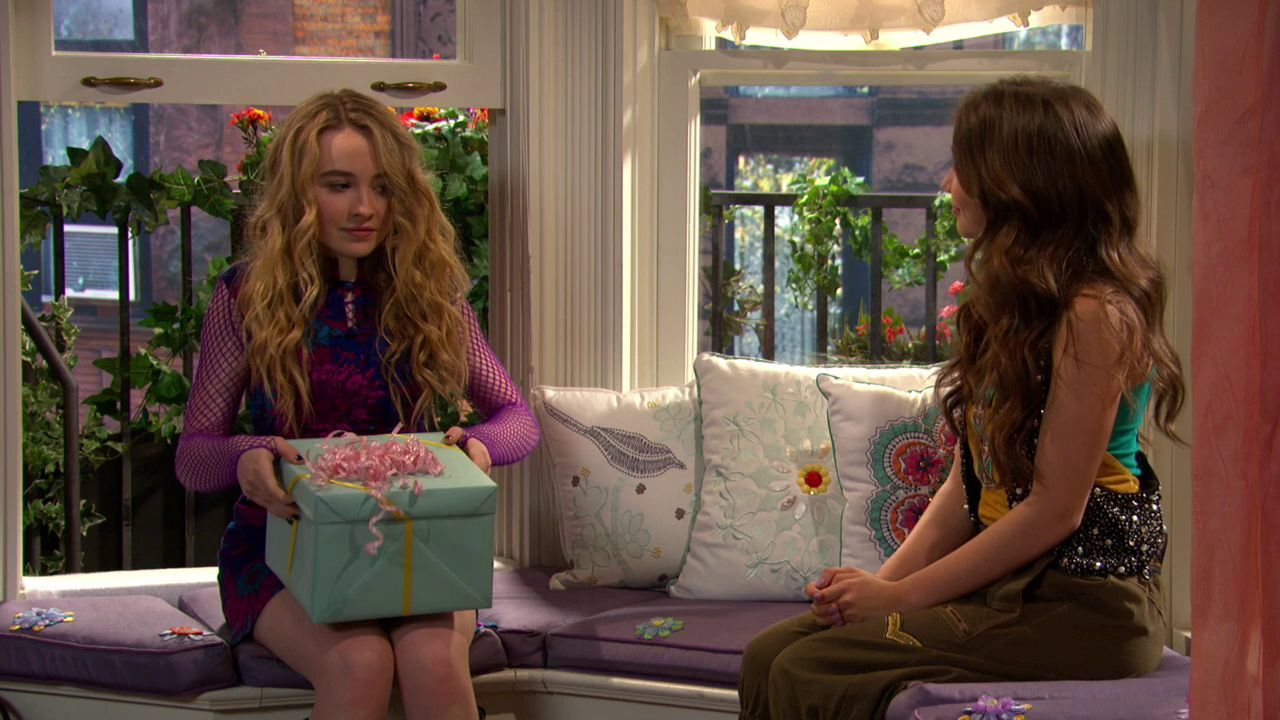 World online for free girl watch meets Girl Meets