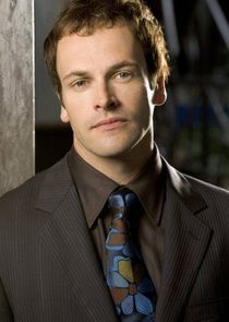 Jonny Lee Miller Tom