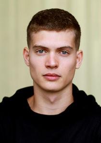 Josha Stradowski