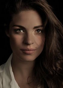 Natalie Madueño Louise Bergstein