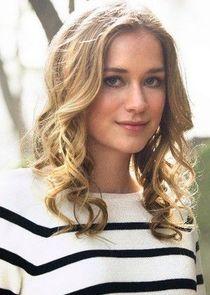Elizabeth Lail Amy Hughes