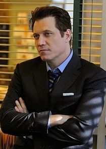 Holt McCallany Detective Joe Diaco