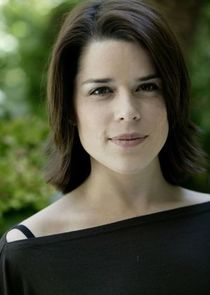 Neve Campbell Maud Brewster